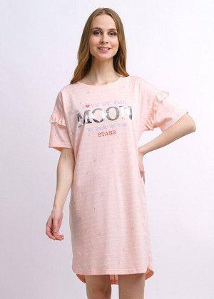 Платье Описание: Платье прямого силуэта с коротким спущенным рукавом на св.розовом полотне с набивкой и глиттером. По линии плеча - волан со сборкой, полукруглый низ с удлиненной спинкой и разрезами п