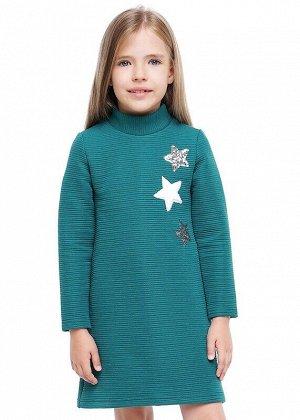 Платье Описание: Повседневное платье А-образного силуэта, выполнено из капитония, горловина стойка, рукава 7/8, низ спинки удлиненный. Украшено вышивкой. Цвет: зелёный.  Состав: 70% Хлопок, 30% ПЭ. Се