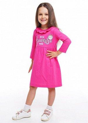 Платье Описание: Платье из 100% хлопка. Рукав немного укорочен. Пышная юбка на сборке по талии удлиненная по спинке. По горловине оборка. Украшена модель стильным принтом. Цвет: т.розовый.  Состав: 10