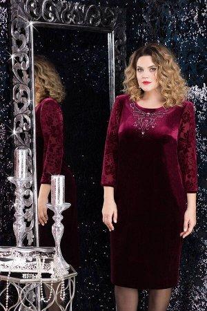 Платье Платье Lenata 11971 бордо с цветами  Состав ткани: ПЭ-96%; Спандекс-4%;  Рост: 164 см.  Велюровое платье выглядит очень красиво, однако, это не единственное его преимущество. Ткань одновременн