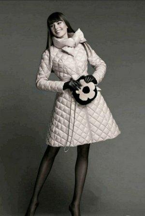 Куртка Итальянская модель куртки Наполнительно холлофайбер Длина 90см Цвет бежевый