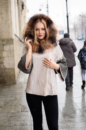 Куртка из овчины с отделкой мехом лисы