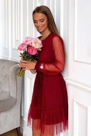 Платье Размер: 46 / 48 Изысканная и оригинальная модель платья выполнена из сетки в мелкий горох.. В данном изделии одновременно сочетается прозрачная воздушная ткань и однотонный приятный подклад кра
