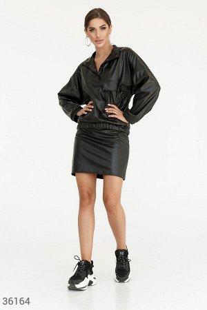 Черный костюм из искусственной кожи