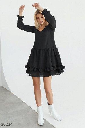 Свободное черное платье с двухслойной юбкой