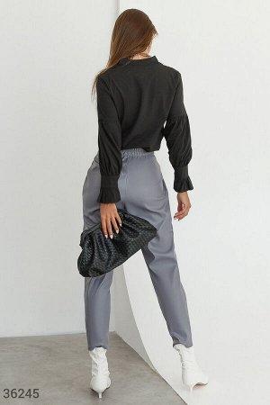 Свободные кожаные брюки с защипами