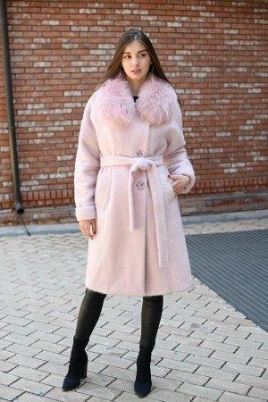 Зимнее пальто розового цвета утепленное