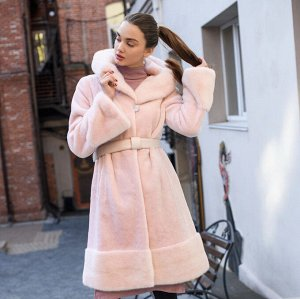 Шуба из бобра пудрово-розового цвета