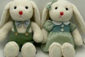 Мягкая игрушка Зайка в зеленом комбинезоне/платье, 23 см