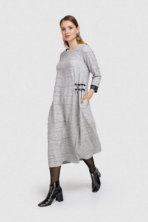 Платье Состав 35%вискоза, 53%полиэстер, 8%лен, 4%эластан 100% полиэстер
