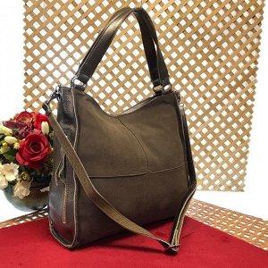 Вместительная сумка Inter_Suare формата А4 из натуральной замши и натуральной кожи цвета латте.