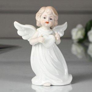 """Сувенир керамика """"Ангелочек в белой тоге с сердечком"""" 12х9х5,5 см"""