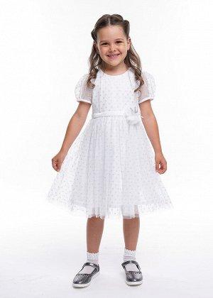 Платье Состав: 100% ПА.  Цвет: белый.   Подробнее: Нарядное пышное платье. Выполнено из сетки в блестящий горох, подклад хлопок. Украшена модель декоративным цветком на талии.