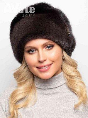 Шапка Элегантная женская зимняя норковая шапка. Мягкие складки в верхней части изделия придают умеренный объём и оригинальный силуэт, благодаря чему этот головной убор подходит женщинам с любым типом
