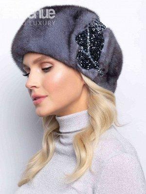 Берет Базовый зимний женский норковый берет. Такая зимняя шапка идеально подойдёт женщинам с любым типом лица. Благодаря классической форме такой зимний головной убор будет идеально сочетаться с верхн