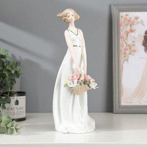 """Сувенир, под фарфор """"Девушка с корзиной цветов"""""""