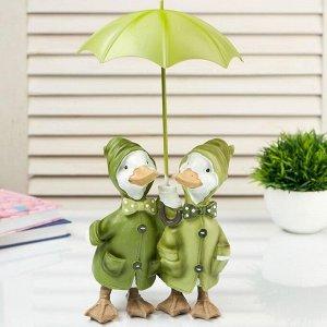 "Сувенир полистоун ""Пара уток в дождевиках под зонтом"" 27х14х15 см"