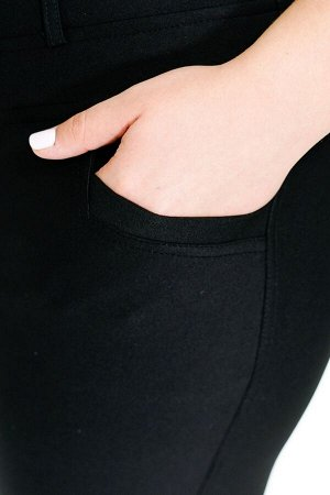 Брюки-2672 Модель брюк: Дудочки; Материал: Трикотаж;   Фасон: Брюки Брюки 7/8 плотные трикотаж черные Однотонные брюки-стрейч выполнены из плотной мягкой ткани. Модель отлично сидит за счет комфортной