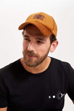 шапка Размеры модели: рост: 1,83 грудь: 98 талия: 82 бедра: 96 Надет размер: STD  Полиэстер 100%