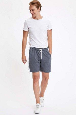 шорты Размеры модели: рост: 1,89 грудь: 98 талия: 76 бедра: 96 Надет размер: M  Хлопок 50%, Полиэстер 50%