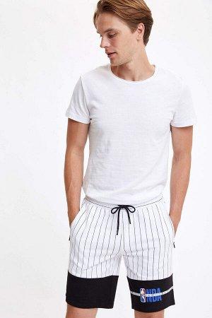 шорты Размеры модели: рост: 1,87 грудь: 99 талия: 75 бедра: 94 Надет размер: M  Хлопок 100%
