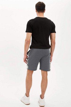 шорты Размеры модели: рост: 1,88 грудь: 98 талия: 80 бедра: 98 Надет размер: M  Хлопок 55%, Полиэстер 45%