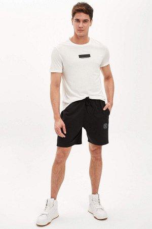 шорты Размеры модели: рост: 1,88 грудь: 98 талия: 80 бедра: 98 Надет размер: M  Полиэстер 45%, Хлопок 55%