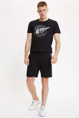 шорты Размеры модели: рост: 1,89 грудь: 98 талия: 76 бедра: 96 Надет размер: M  Полиэстер 42%, Хлопок 58%