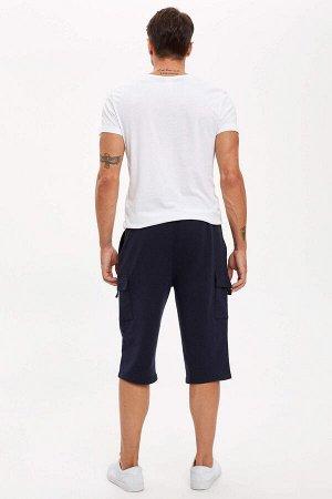 шорты Размеры модели: рост: 1,89 грудь: 100 талия: 81 бедра: 97 Надет размер: M  Хлопок 50%, Полиэстер 50%