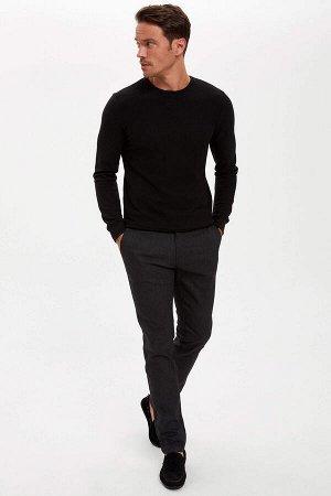 брюки Размеры модели: рост: 1,89 грудь: 100 талия: 81 бедра: 97 Надет размер: размер 32 - рост 32  Хлопок 68%,Elastan 1%, Полиэстер 31%