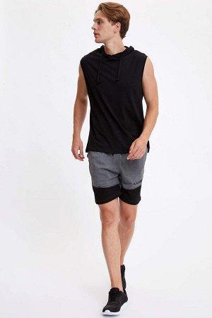 шорты Размеры модели: рост: 1,89 грудь: 99 талия: 75 бедра: 94 Надет размер: M  Полиэстер 50%, Хлопок 50%