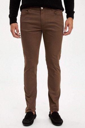брюки Размеры модели: рост: 1,88 грудь: 98 талия: 82 бедра: 95 Надет размер: размер 32 - рост 32  Хлопок 68%,Elastan 4%, Полиэстер 28%