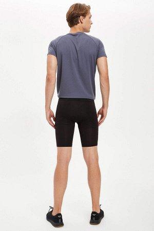 шорты Размеры модели: рост: 1,86 грудь: 96 талия: 82 бедра: 94 Надет размер: M Elastan 5%, Полиэстер 95%