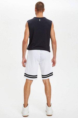 шорты Размеры модели: рост: 1,86 грудь: 96 талия: 82 бедра: 94 Надет размер: M  Полиэстер 100%