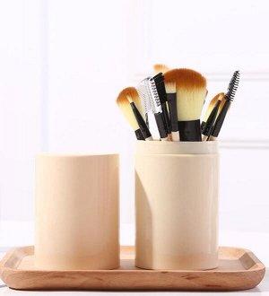 Набор кистей для макияжа в тубе.
