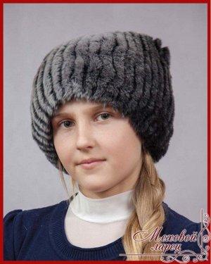 Сноп Дэниз шиншилловый,серыйартикул: 920; мех: кролик REX; подклад: трикотажная основа; размеры: 52 - 60 Привлекательная и очаровательная шапка «Дэниз» создана специально для того, чтобы превратить юн
