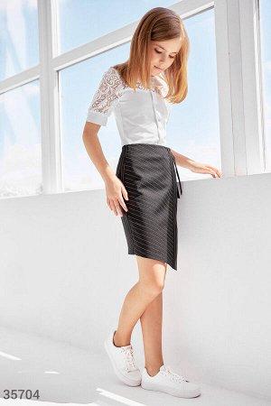 Строгая черня юбка в полоску на запах