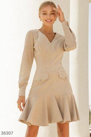 Замшевое платье в актуальном бежевом оттенке