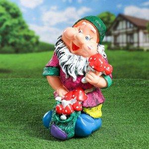 """Садовая фигура """"Гном с грибами"""", разноцветный, 37 см, микс"""