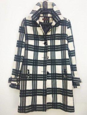 Пальто Пальто женское демисезонное. Состав 35 Cottone 65 Polyester Цвет: клетка Соответствие р-ров прописано самостоятельно , размеры на этикетке могут отличаться.