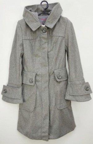 Пальто Пальто женское демисезонное с капюшоном  Застежка замок+ пуговицы Состав 84% polyester 16 %Cashmere Цвет : серый Соответствие р-ров прописано самостоятельно , размеры на этикетке могут отличать