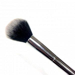 Кисть для румян с серебряной ручкой (черно-белый ворс), 19 см (3,5*3,0)