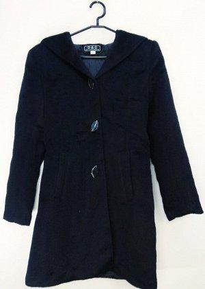 Пальто Пальто женское демисезонное. Соответствие р-ров прописано самостоятельно , размеры на этикетке могут отличаться. Застежка пуговицы Цвет : черный 44 - 42 росийский 50- 48-50 росийский.