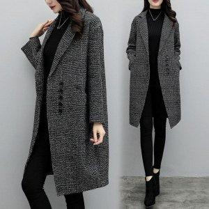 Пальто Стильное пальто в стиле оверсайз станет незаменимой вещью в вашем гардеробе. Теплое пальто украсит и согреет свою обладательницу. Состав : 65.8 % шерсть , 34,2 нейлон