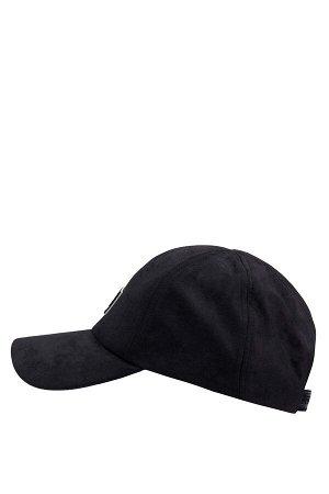 шапка Размеры модели: рост: 1,88 грудь: 95 талия: 70 Надет размер: STD  Полиэстер 100%