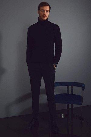 брюки Размеры модели: рост: 1,88 грудь: 104 талия: 76 бедра: 96 Надет размер: размер 32 - рост 32 Elastan 3%, Вискоз 34%, Полиэстер 63%