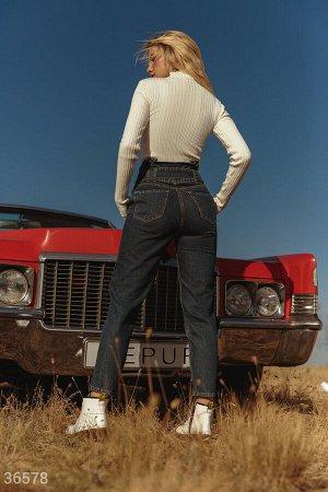 Зауженные джинсы с защипами