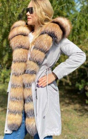 Парка Шикарная парка с мехом лисы,внутри утеплены мехом лисы,внутри утеплена мехом стриженгог бобрика, зашитый в подкладе.Качество люкс. Длина 95 см. Идёт в размер.