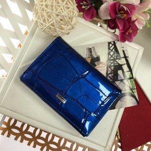 Элегантный кошелек Allure_Somuch из натуральной лаковой кожи цвета сапфира.