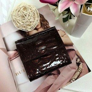 Роскошный женский кошелек SoMuch_Glamour из лакированной натуральной кожи под рептилию кофейного цвета.